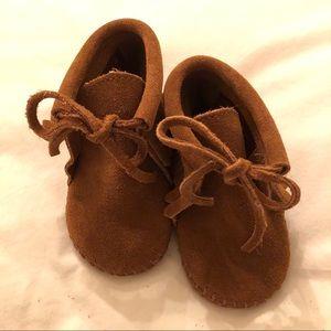 Minnetonka Infant Fringe Bootie   Brown   Size 2
